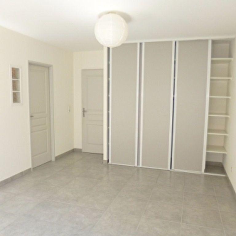 Appartement à louer 4 110.56m2 à Salon-de-Provence vignette-14