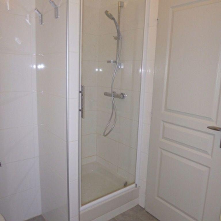 Appartement à louer 4 110.56m2 à Salon-de-Provence vignette-16