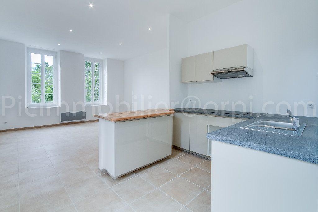 Appartement à louer 2 51.5m2 à Saint-Chamas vignette-5