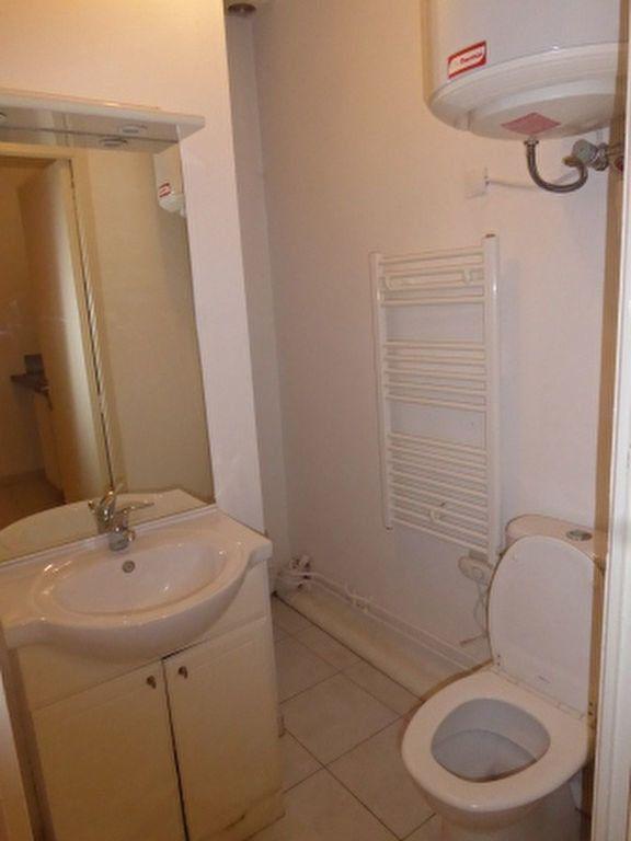 Appartement à louer 1 24.3m2 à Miramas vignette-6
