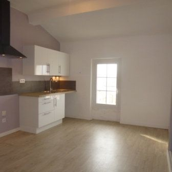 Appartement à louer 4 82.58m2 à La Fare-les-Oliviers vignette-2