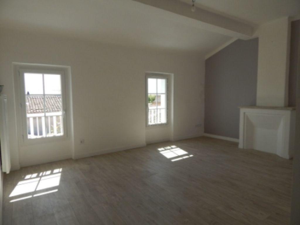Appartement à louer 4 82.58m2 à La Fare-les-Oliviers vignette-3