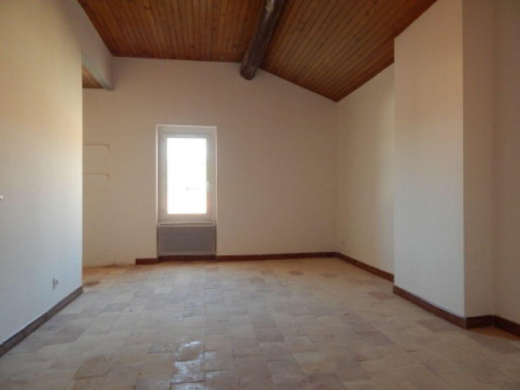 Appartement à louer 4 82.58m2 à La Fare-les-Oliviers vignette-6