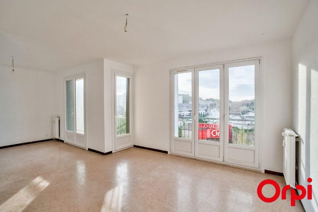 Appartement à louer 3 66.79m2 à Salon-de-Provence vignette-1