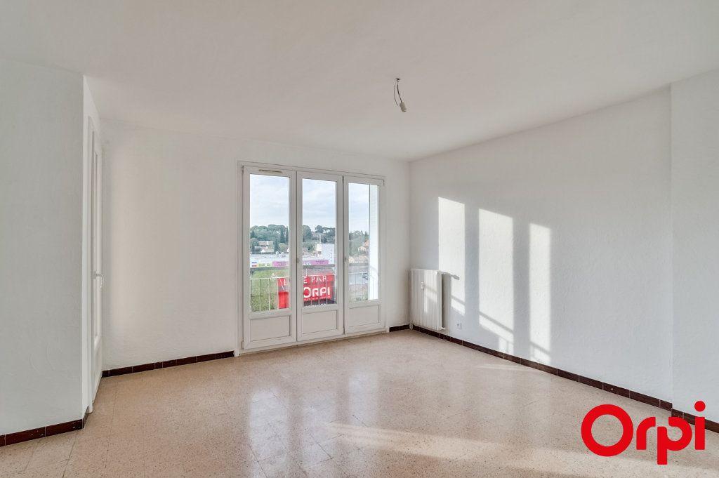 Appartement à louer 3 66.79m2 à Salon-de-Provence vignette-4