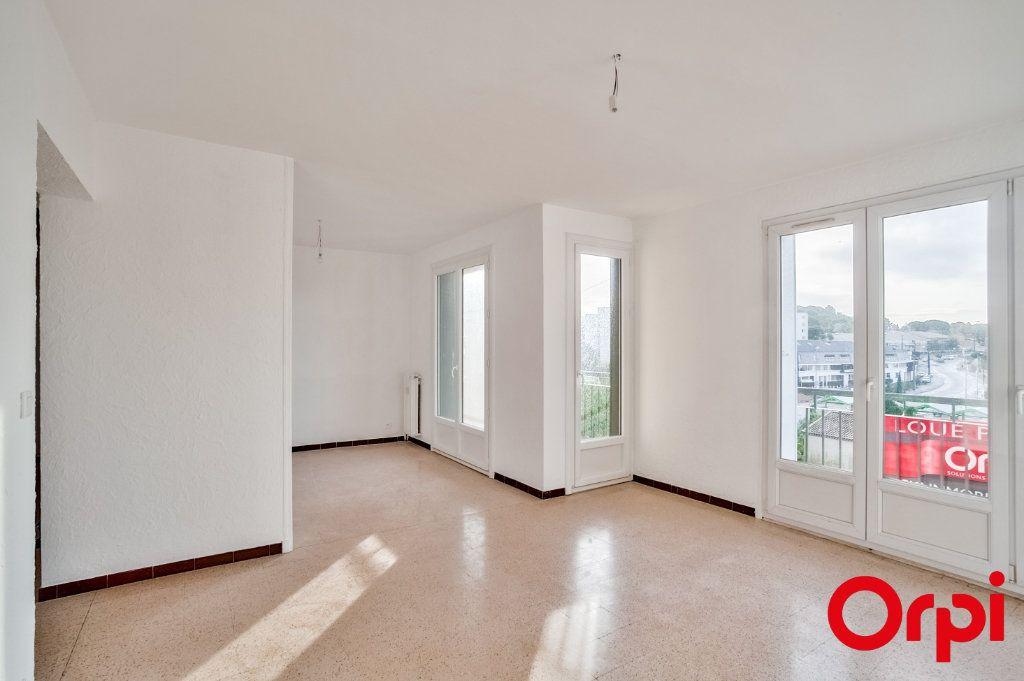 Appartement à louer 3 66.79m2 à Salon-de-Provence vignette-5