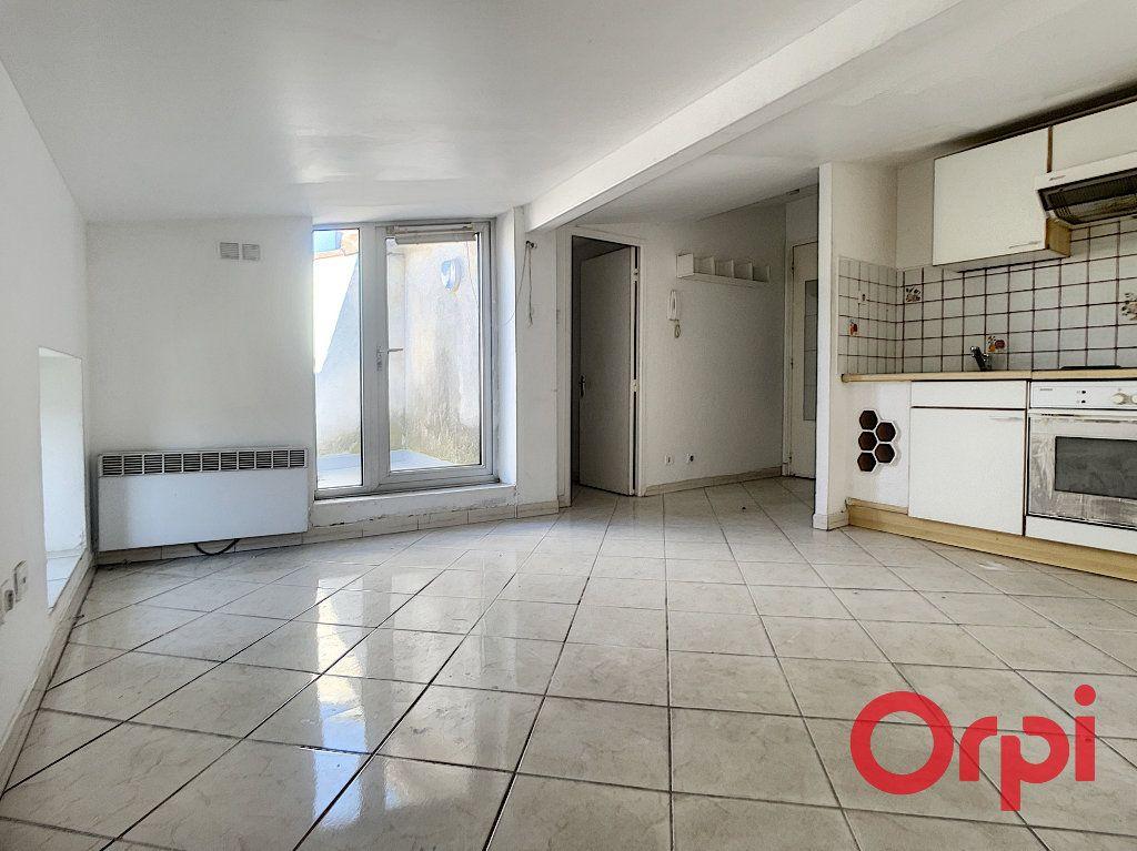 Appartement à vendre 1 16m2 à Grans vignette-1