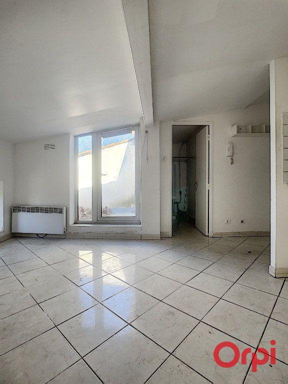 Appartement à vendre 1 16m2 à Grans vignette-3