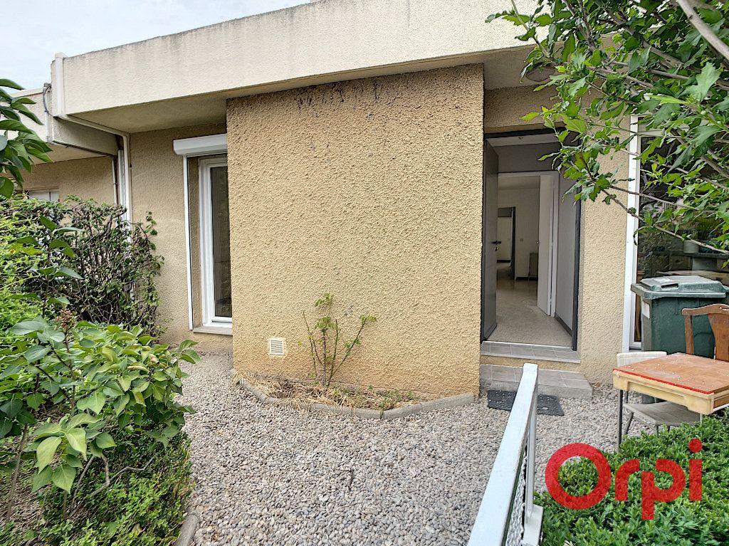Maison à louer 4 100m2 à Salon-de-Provence vignette-3