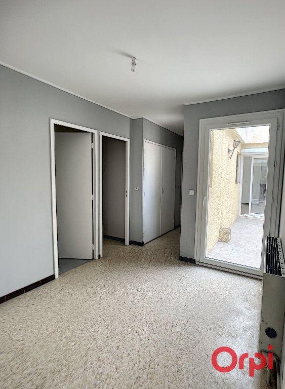 Maison à louer 4 100m2 à Salon-de-Provence vignette-12