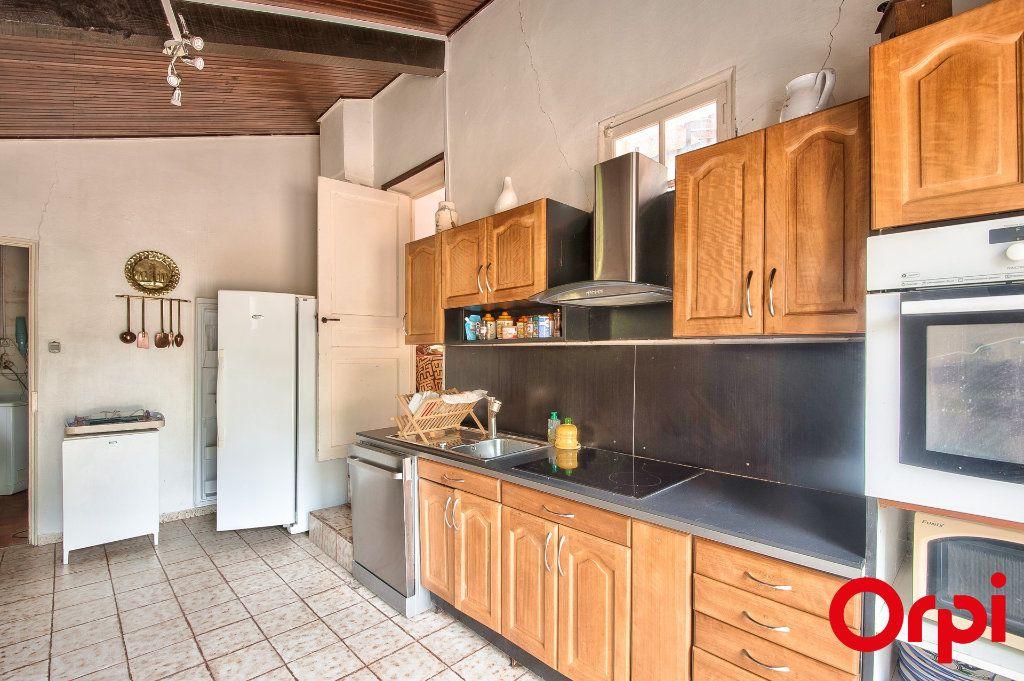 Maison à vendre 4 114m2 à Pélissanne vignette-4