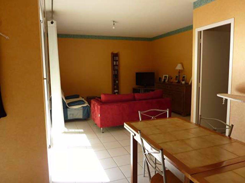 Appartement à louer 3 70.35m2 à Lambesc vignette-2