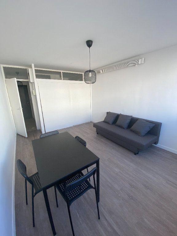 Appartement à louer 1 24m2 à Aix-en-Provence vignette-1