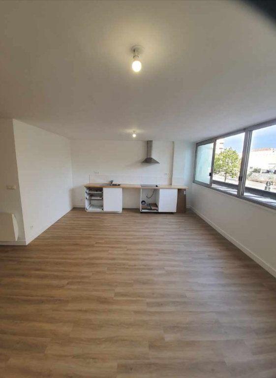 Appartement à vendre 4 80.22m2 à Marseille 8 vignette-2