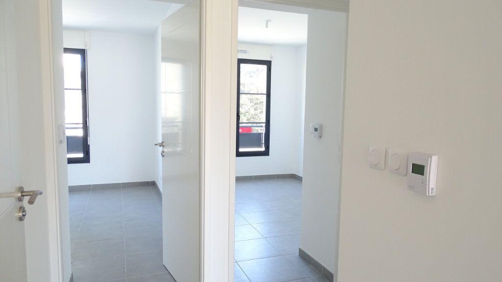 Appartement à louer 3 59.6m2 à Marseille 8 vignette-3