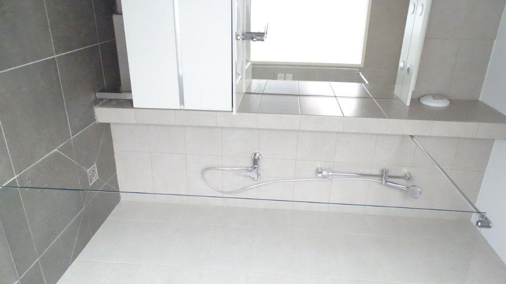 Appartement à louer 3 59.6m2 à Marseille 8 vignette-4