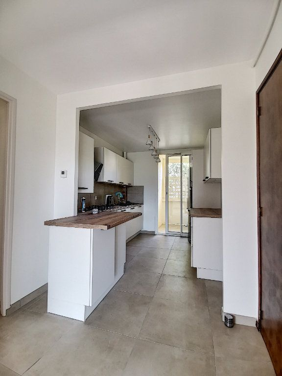 Appartement à louer 3 79m2 à Aix-en-Provence vignette-1