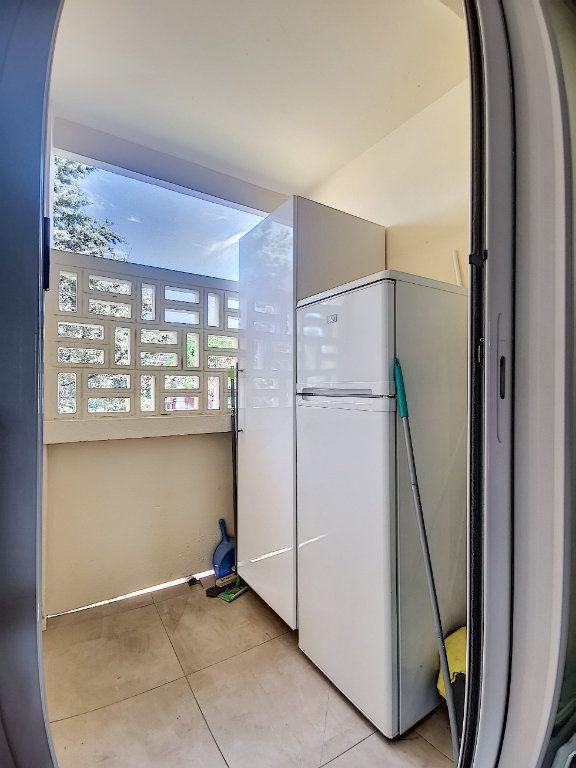 Appartement à louer 3 79m2 à Aix-en-Provence vignette-8