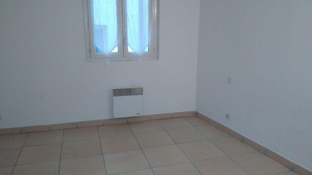 Appartement à louer 2 28m2 à Lambesc vignette-4