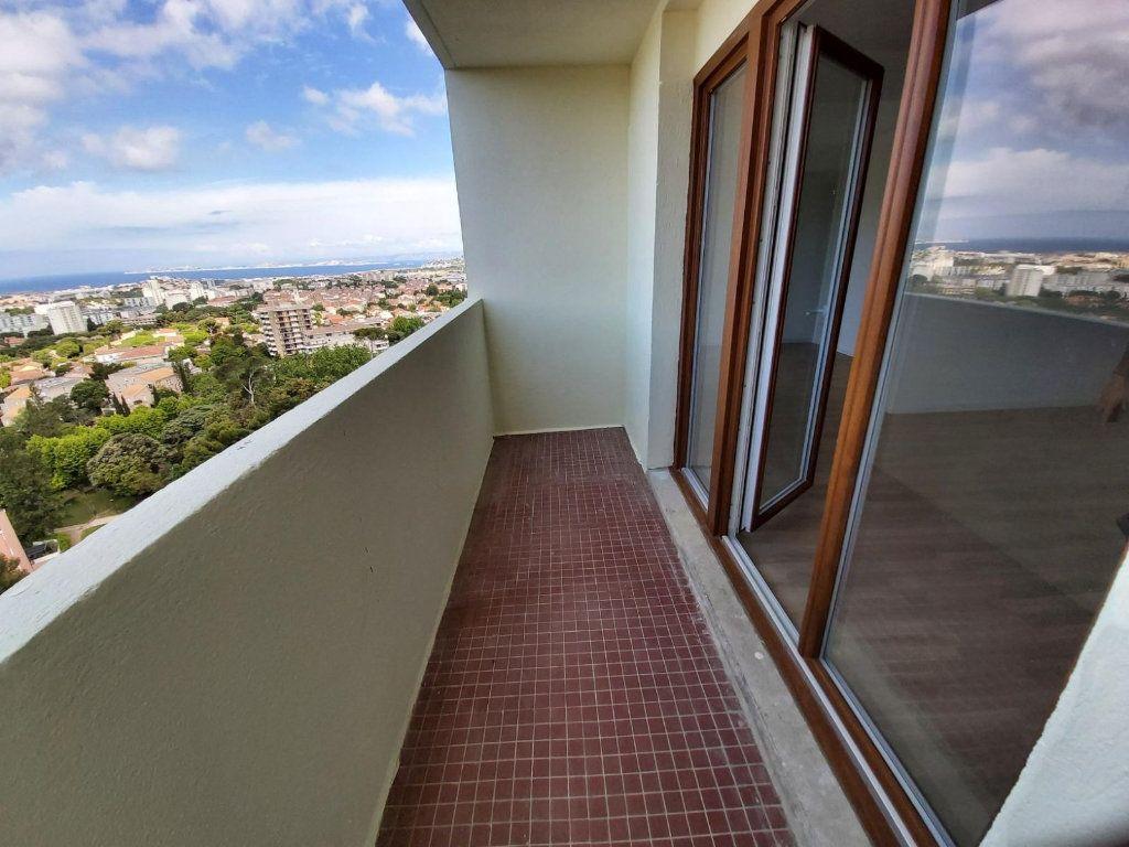 Appartement à louer 3 68.2m2 à Marseille 9 vignette-2