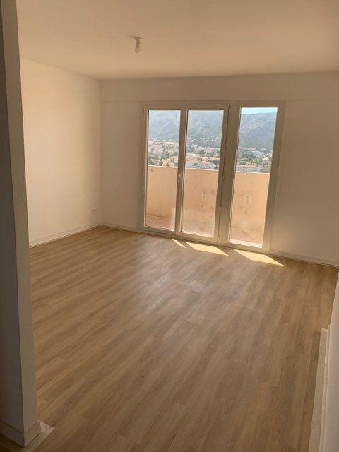 Appartement à louer 3 68.2m2 à Marseille 9 vignette-3