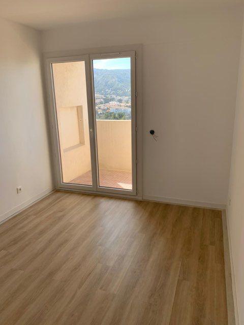Appartement à louer 3 68.2m2 à Marseille 9 vignette-7