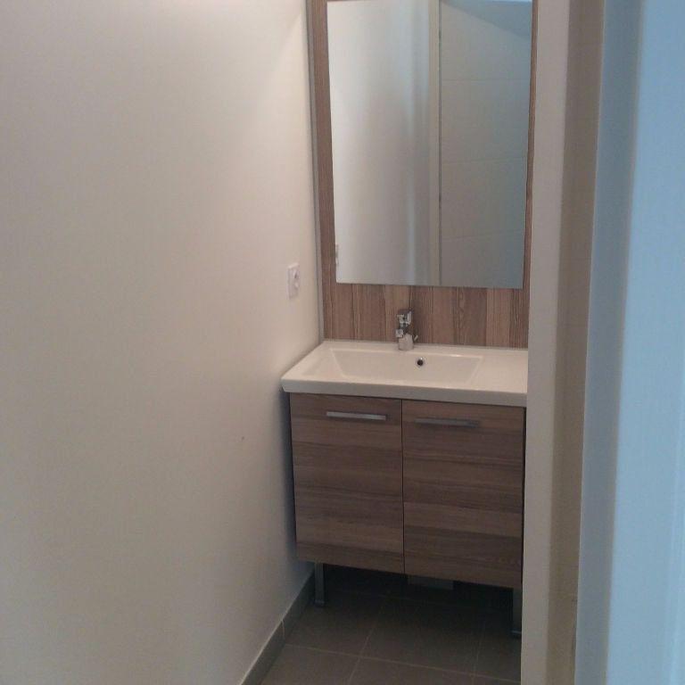 Appartement à louer 2 40m2 à Saint-Cannat vignette-3