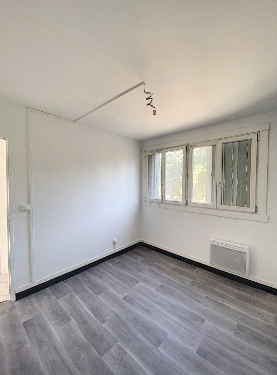 Appartement à vendre 4 77.02m2 à Marseille 14 vignette-1