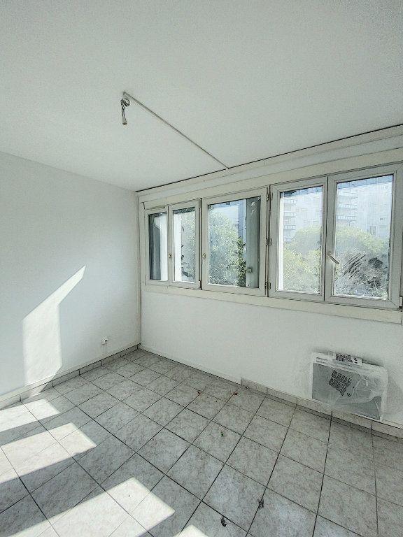 Appartement à vendre 4 77.02m2 à Marseille 14 vignette-2