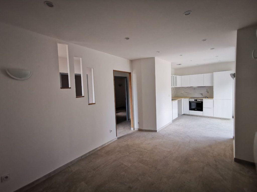 Appartement à louer 3 58m2 à Lambesc vignette-9