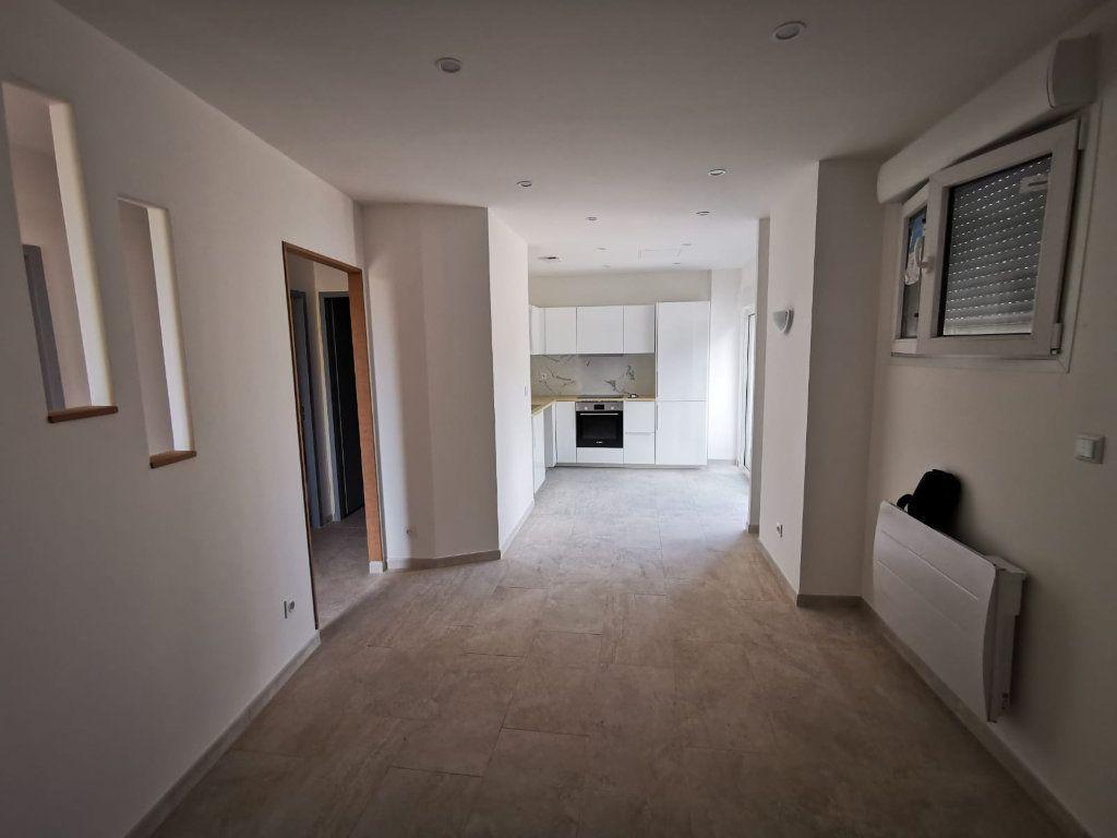Appartement à louer 3 58m2 à Lambesc vignette-11
