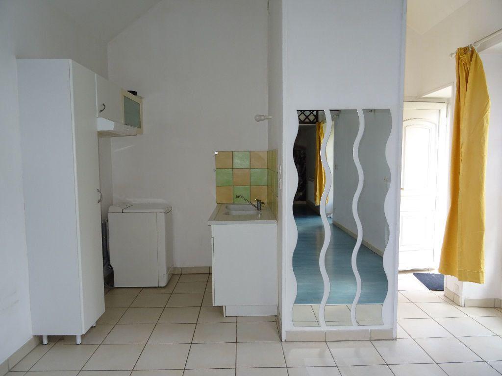 Appartement à louer 1 31.1m2 à Alençon vignette-3
