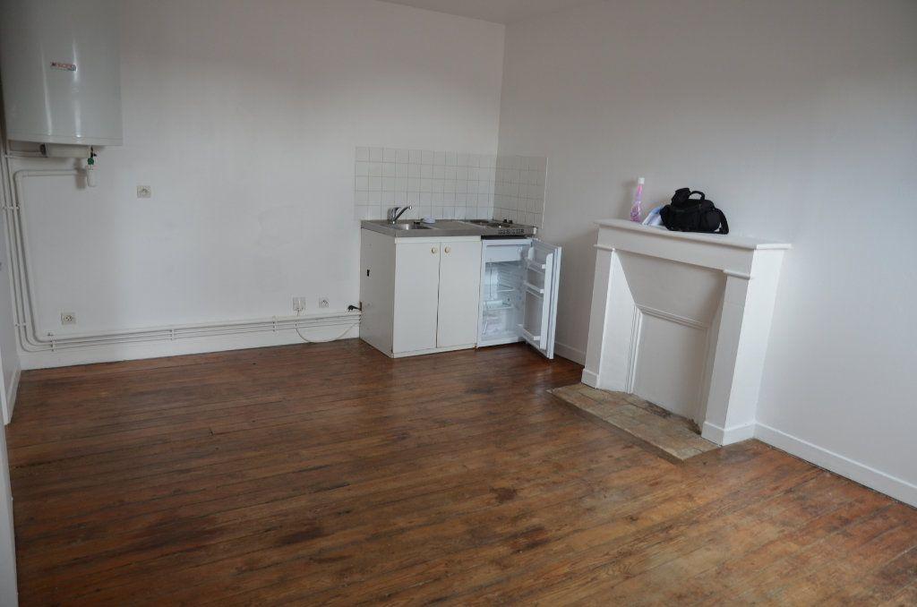 Appartement à louer 2 32m2 à Mortagne-au-Perche vignette-3