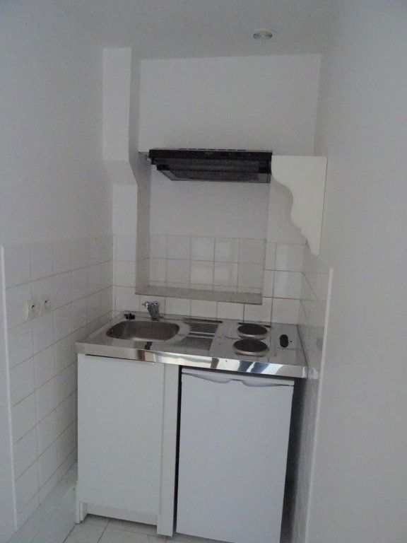 Appartement à louer 2 20m2 à Nogent-le-Rotrou vignette-3