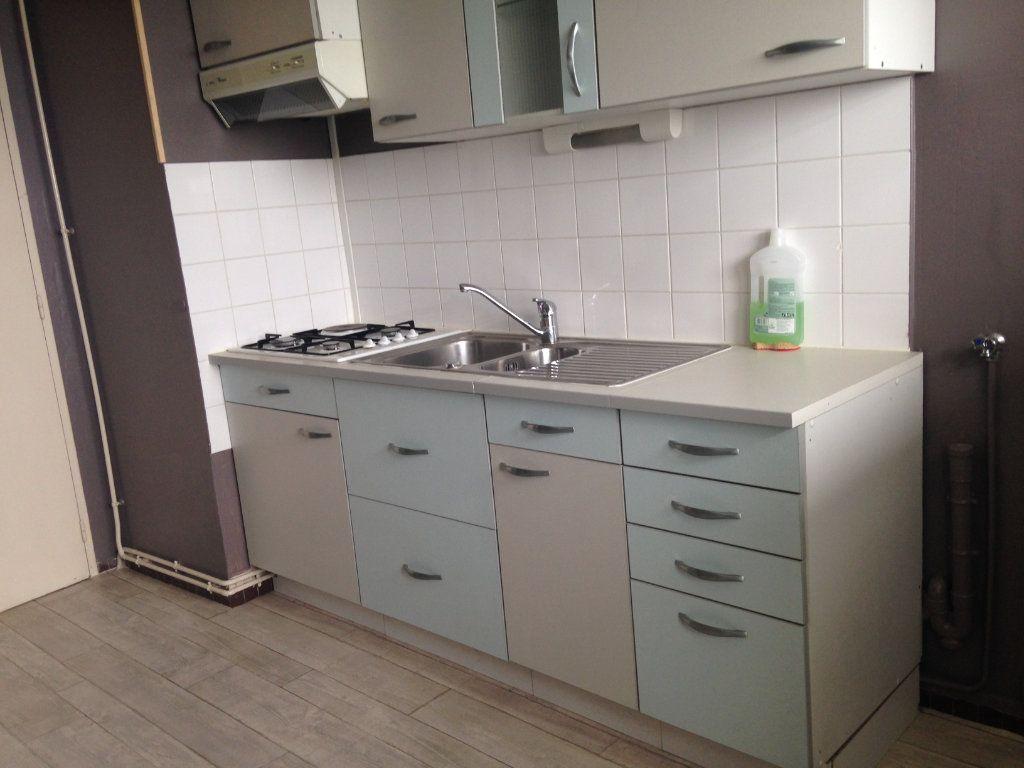 Appartement à vendre 3 57m2 à Alençon vignette-2