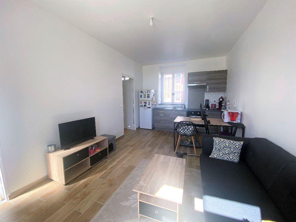 Appartement à louer 2 29.86m2 à Moulins-le-Carbonnel vignette-2