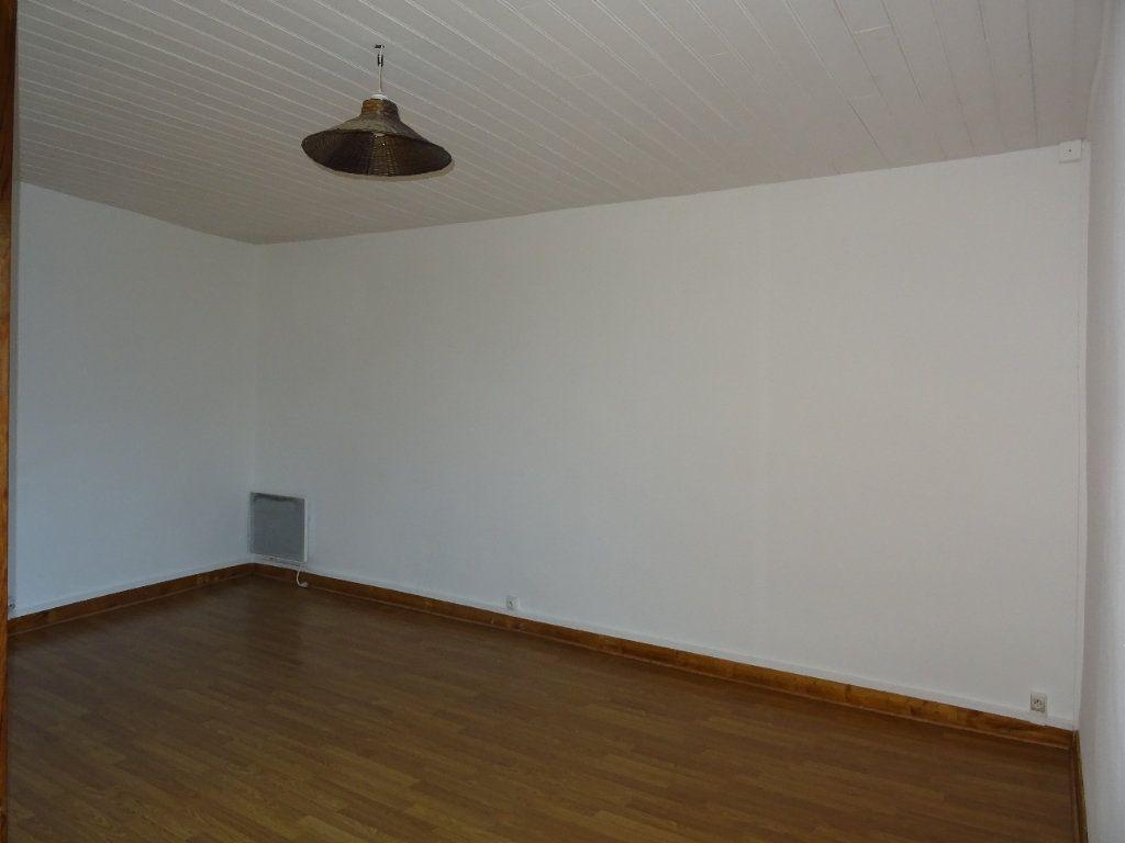 Maison à vendre 4 75m2 à Sougé-le-Ganelon vignette-6