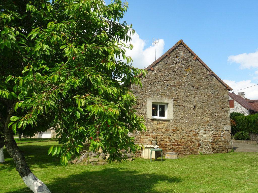 Maison à vendre 6 120m2 à La Ferrière-Bochard vignette-3