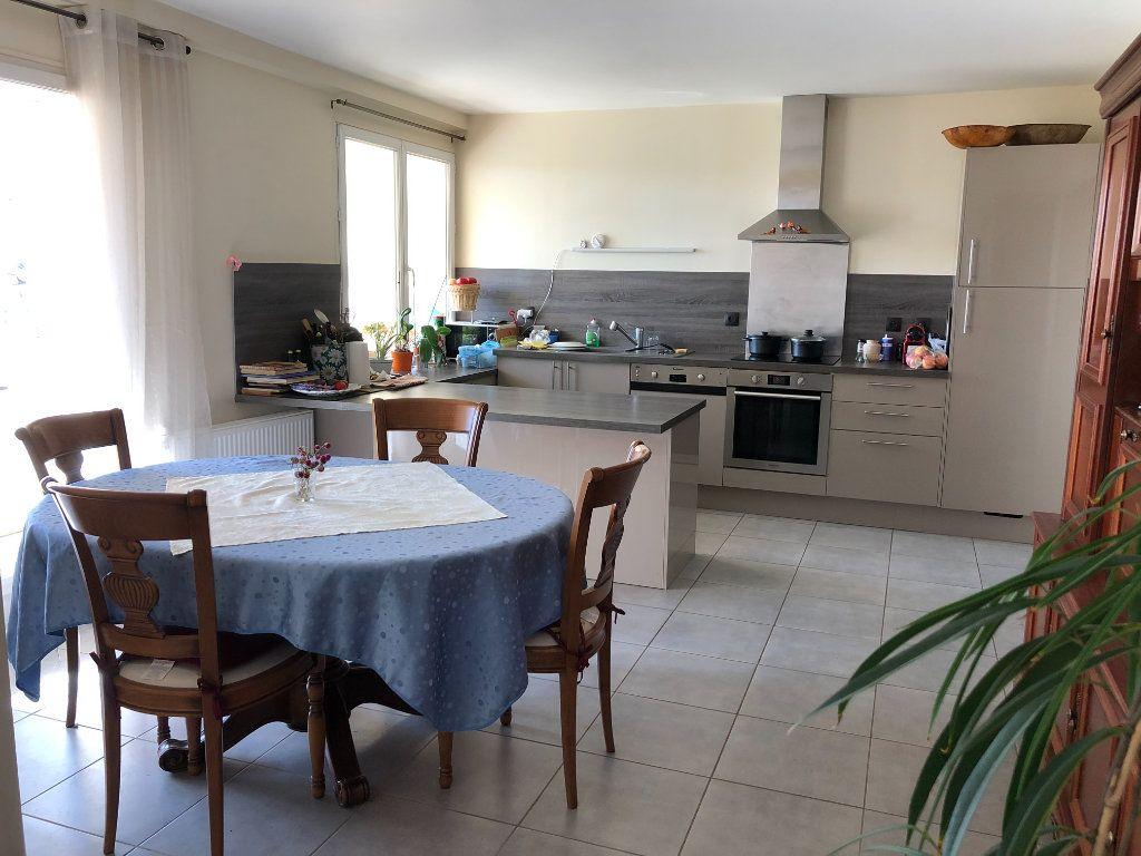 Maison à vendre 6 161m2 à Nogent-le-Rotrou vignette-3