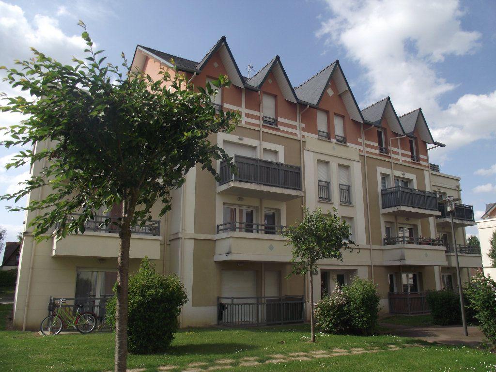 Appartement à louer 3 54m2 à Alençon vignette-1