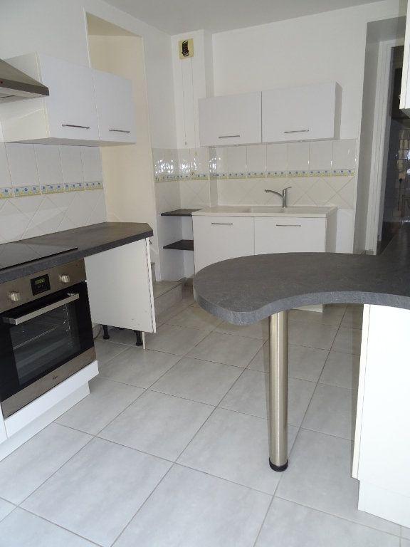 Appartement à louer 4 68m2 à Nogent-le-Rotrou vignette-1