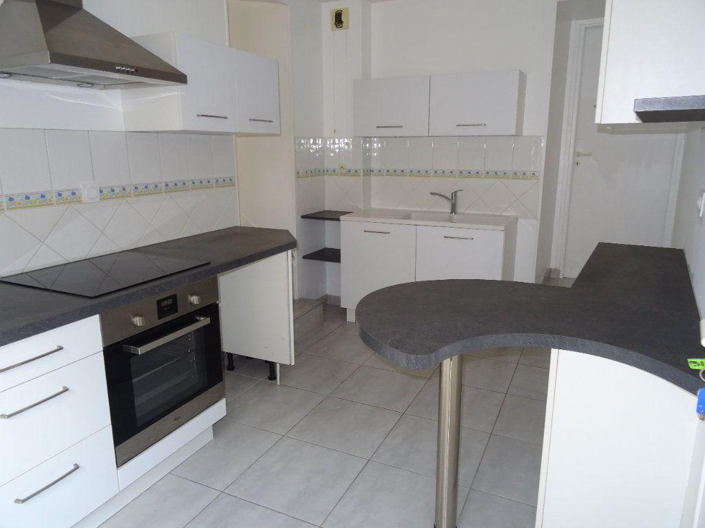 Appartement à louer 4 68m2 à Nogent-le-Rotrou vignette-6