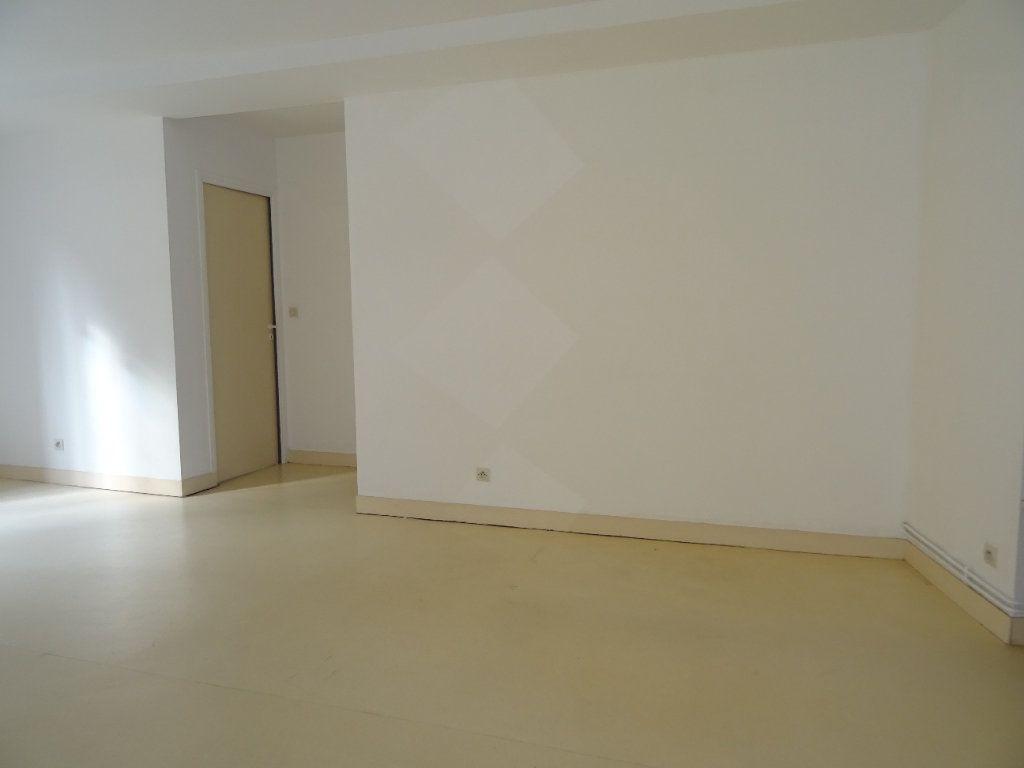 Appartement à louer 4 68m2 à Nogent-le-Rotrou vignette-7