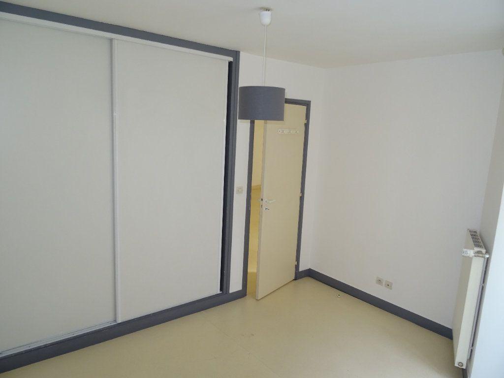 Appartement à louer 4 68m2 à Nogent-le-Rotrou vignette-10