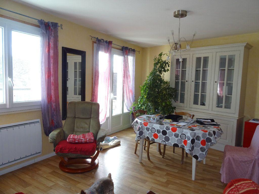Appartement à louer 3 71m2 à Nogent-le-Rotrou vignette-1