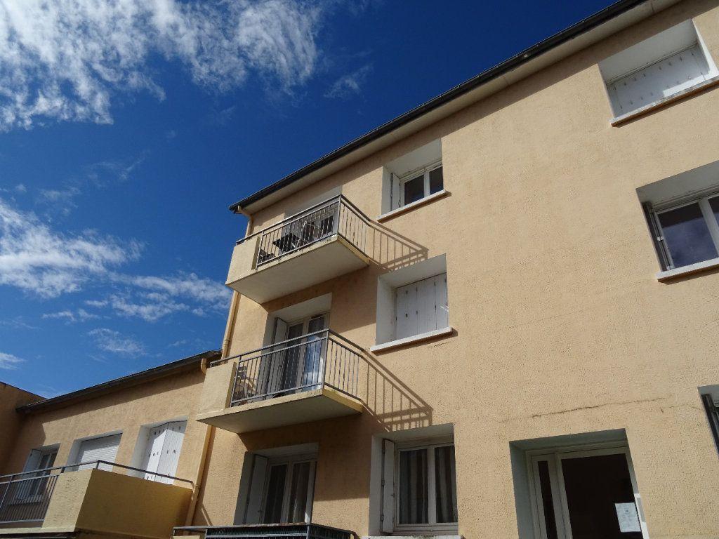 Appartement à louer 3 71m2 à Nogent-le-Rotrou vignette-2