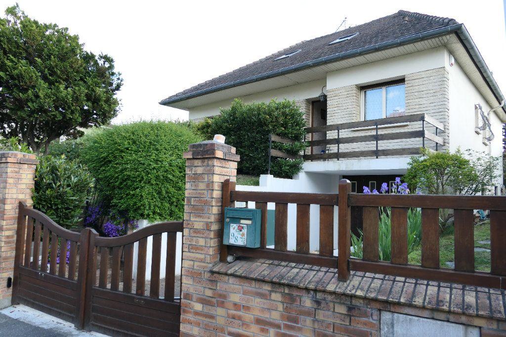 Maison à vendre 6 120m2 à La Frette-sur-Seine vignette-2