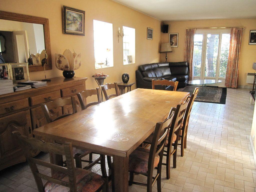Maison à vendre 6 120m2 à La Frette-sur-Seine vignette-3