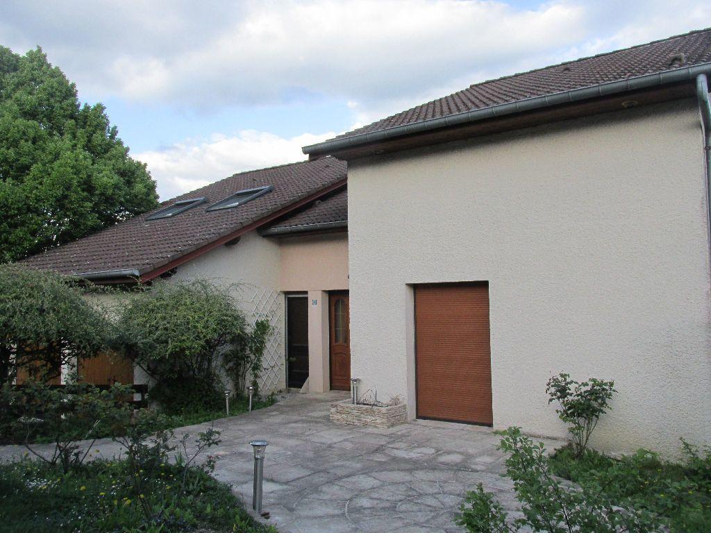 Maison à vendre 8 220m2 à Dugny-sur-Meuse vignette-1