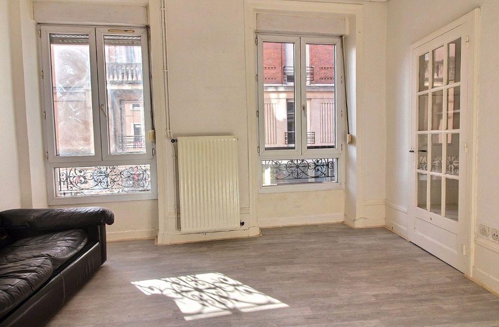 Appartement à louer 3 50.01m2 à Roanne vignette-1